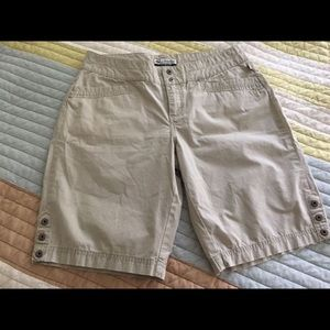 Ladies Columbia Shorts Like New Sz 6